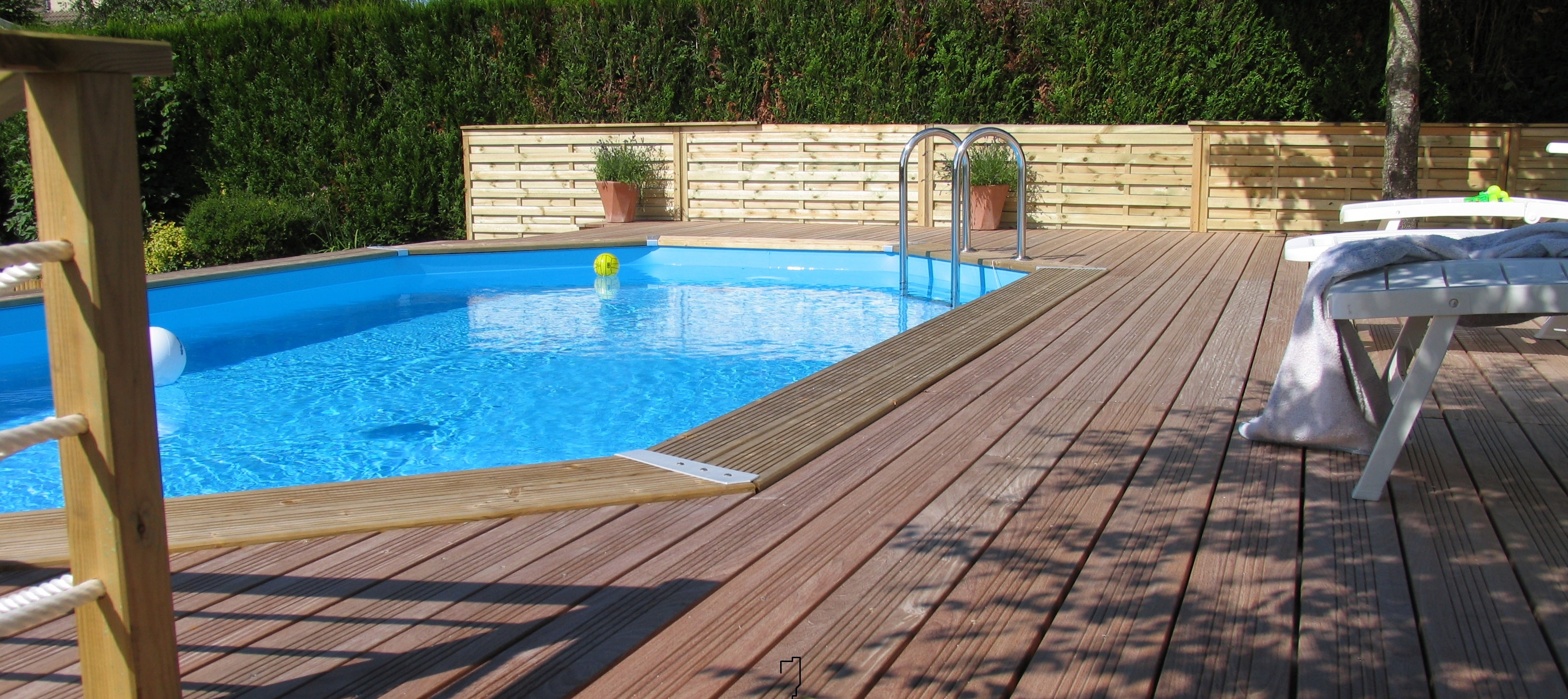 Piscine en bois comment l 39 installer blog jardin for Installer une piscine