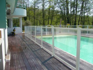 Quel dispositif de s curit choisir pour sa piscine - Barriere piscine escamotable ...