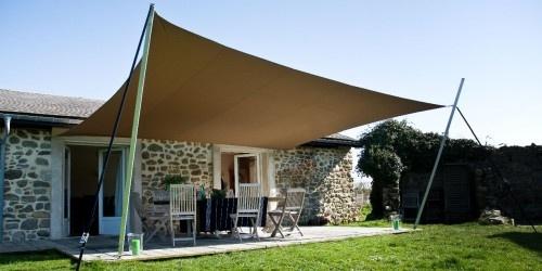 Lancez vous tendance d co le voile d 39 ombrage - Toile tendu terrasse ...