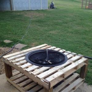 un brasero au jardin vive la chaleur du feu. Black Bedroom Furniture Sets. Home Design Ideas