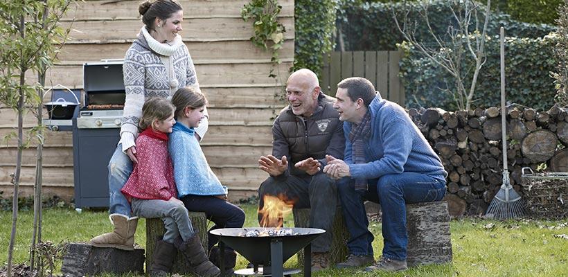 Un brasero au jardin vive la chaleur du feu - Faire du feu dans son jardin ...