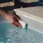 Nettoyer la ligne d'eau - éponge manuelle