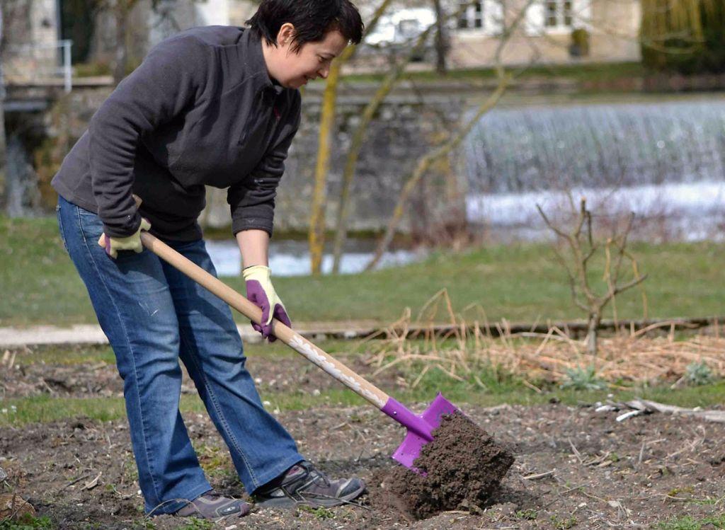 Jardinage quels outils pour quels travaux - Beche de jardin ...