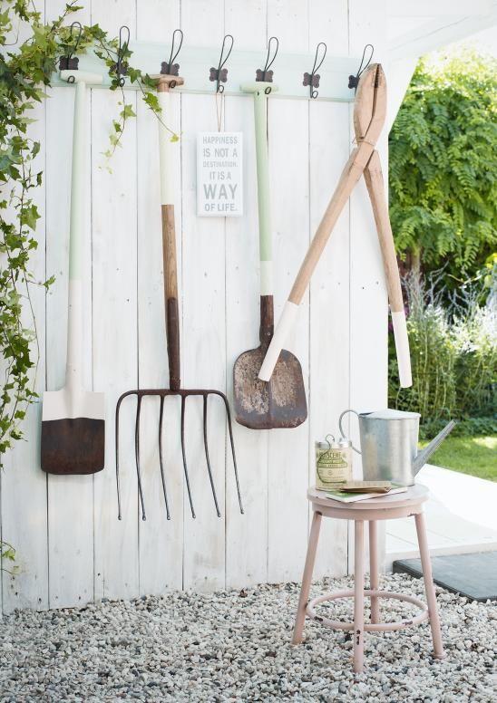 6 id es astucieuses pour ranger ses outils de jardin. Black Bedroom Furniture Sets. Home Design Ideas