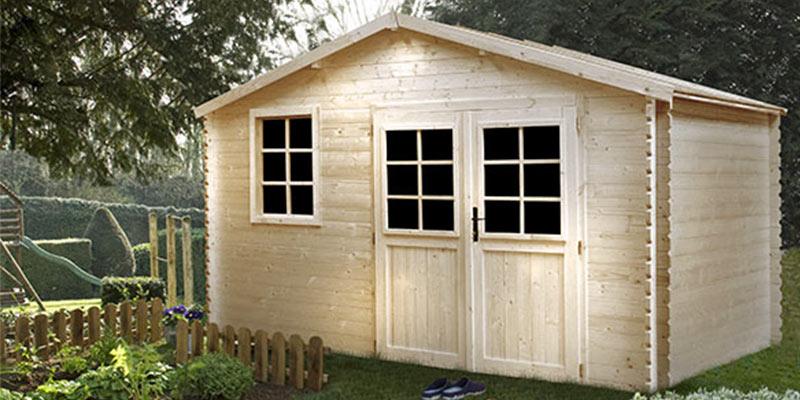 Un abri en bois pour ranger son outillage de jardin
