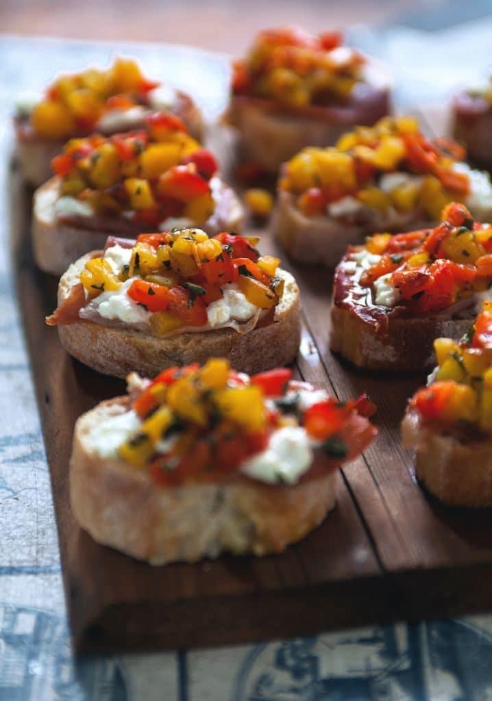Bruschettas festives aux poivrons grillés M