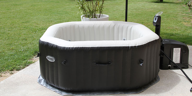 Installer et utiliser le spa gonflable intex bulles jets for Piscine de jardin gonflable