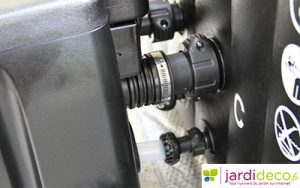 7. Brancher le panneau de contrôle sur le spa gonflable Intex
