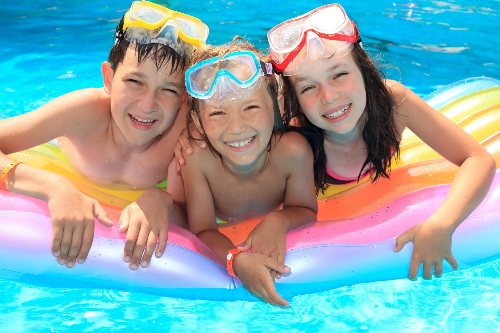 des jeux de piscine pour les enfants