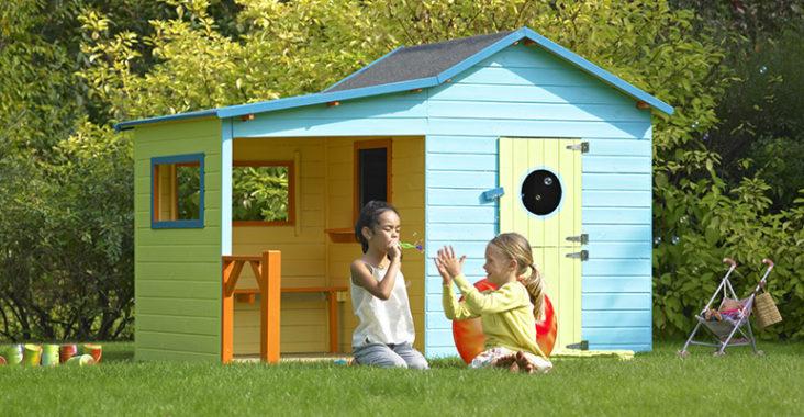 Décorer une cabane enfant en bois