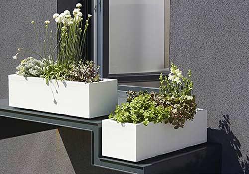 jardiniere-blanc-fleurs-elho