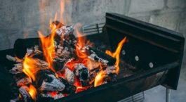 Feu de barbecue au charbon de bois