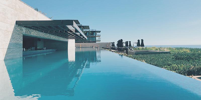 5 conseils pour garder une eau de piscine limpide